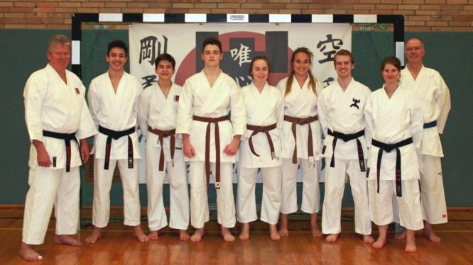 Die Erwachsenen-Gruppe der Karate-Abteilung