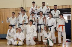 Gruppenfoto der Sieger bei der Karate-Vereinsmeisterschaft 2013
