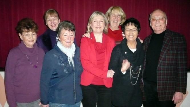 Der frisch gewählte Vorstand der Turn- und Gymnastikabteilung mit den geehrten Mitgliedern Anne Neumann und Ingeborg Graber