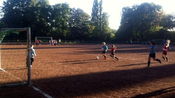 Freundschaftsspiel D-Juniorinnen: Wambeler SV - DJK Nette (27.09.2013)