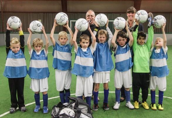 "Fußball F-Jugend: ""Wambel All Stars"" rocken LaOla-Center und holen Silber (06.10.2005)"