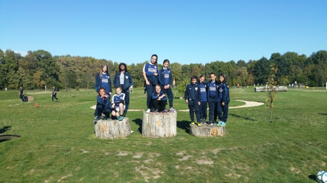 U13-Mädchen beim Fußballgolf